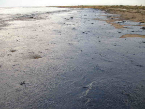 Black sea oil spill. Image Source: Marine Photobank, Flickr, Creative Commons