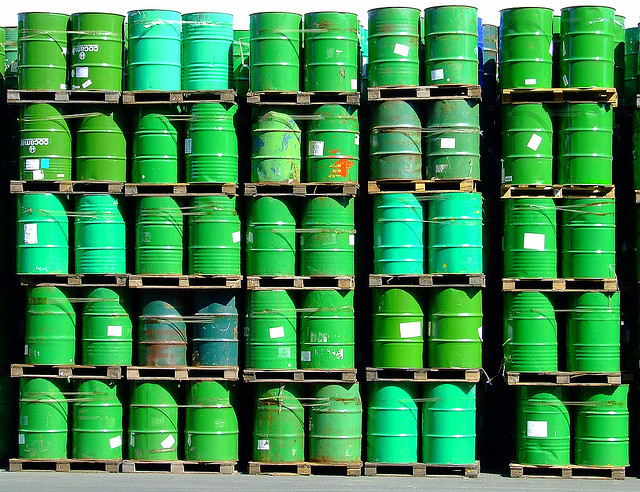 Green oil.   Image Source: Sergio Russo, Flickr, Creative Commons
